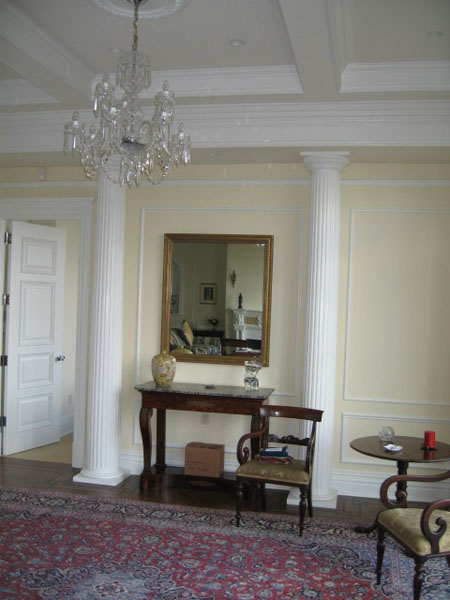 cloumns-at-entry-hall